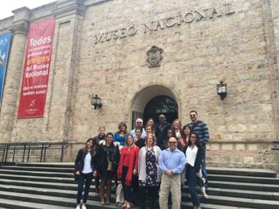 necla's class in front of el museo nacional