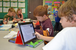 Kids using iPads in an Encinitas classroom