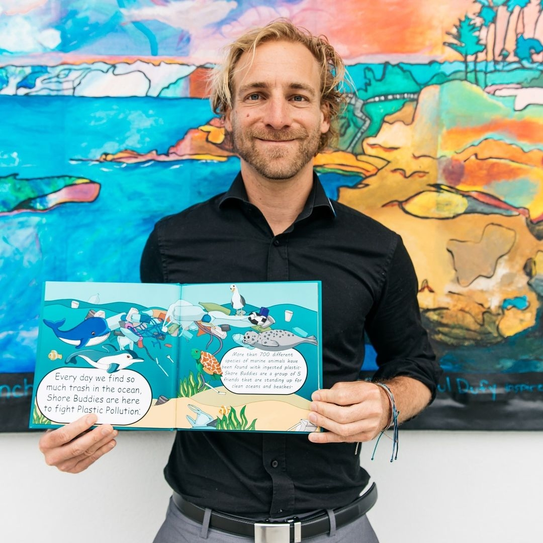 Founder Malte Niebelschuetz holding the Shore Buddies and The Plastic Ocean book with all the Shore Buddies.