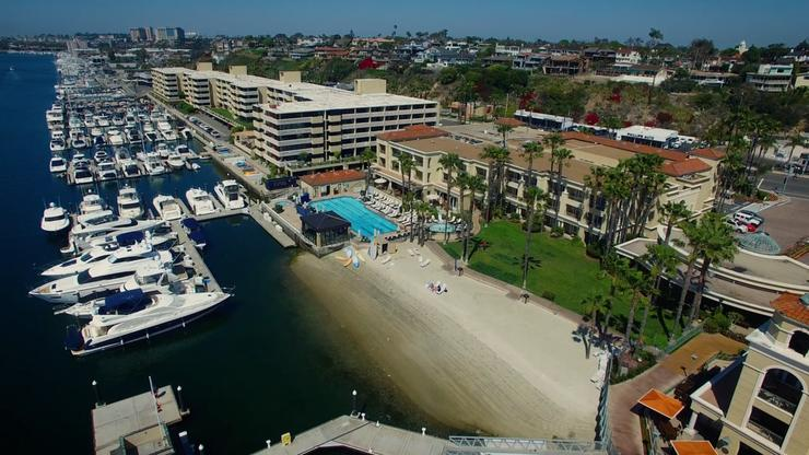 Member Lawn - Balboa Bay Club