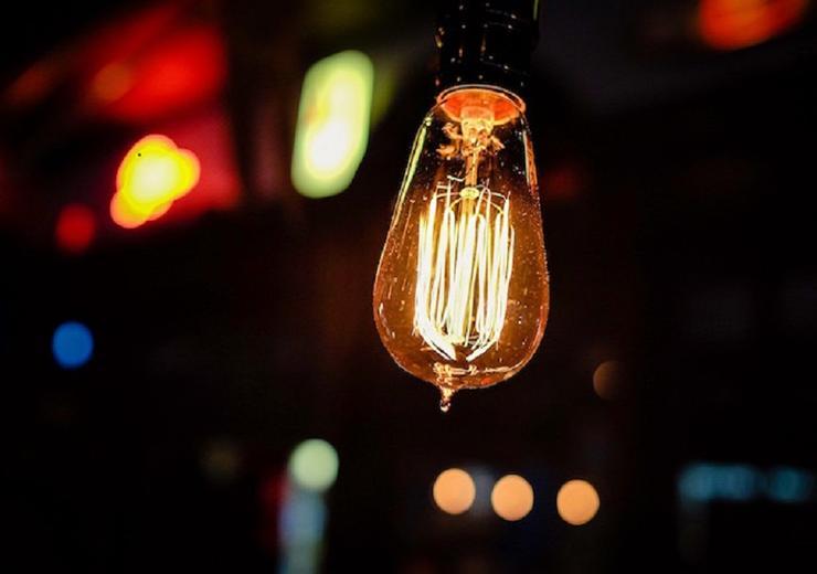 Lightbulb 870