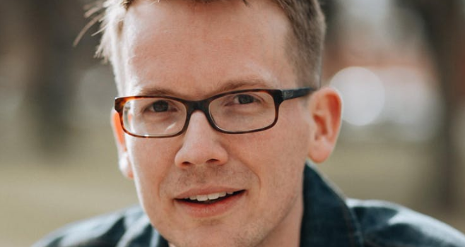 Hank Green headshot
