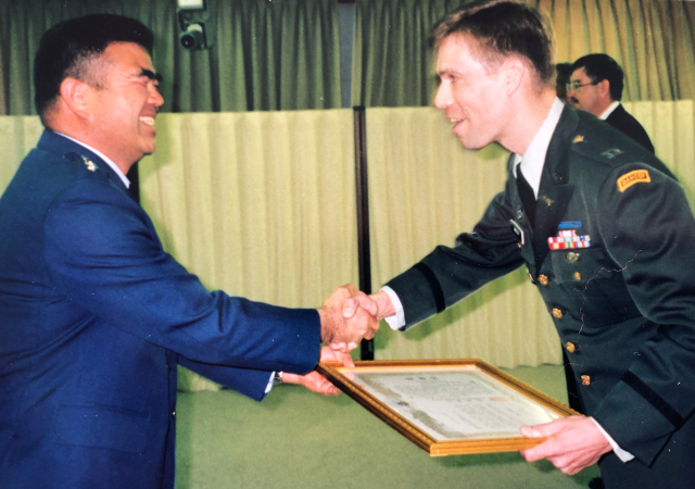 Mackay with Chairman, Japan Joint Chiefs of Staff, May 1993