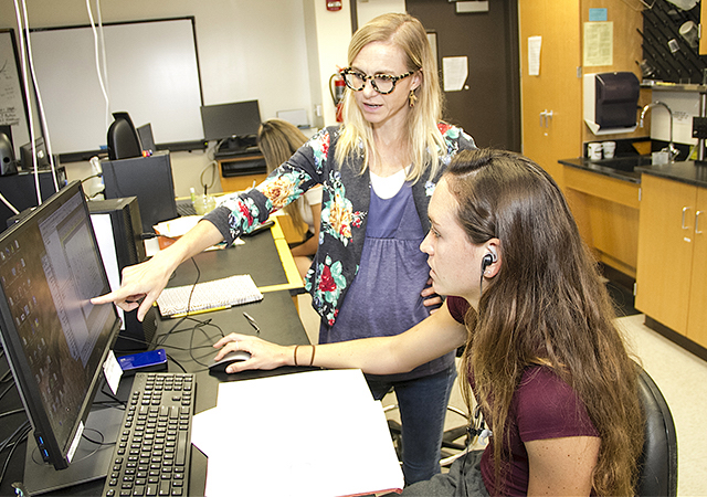 Professor Rae Anderson working with student researcher