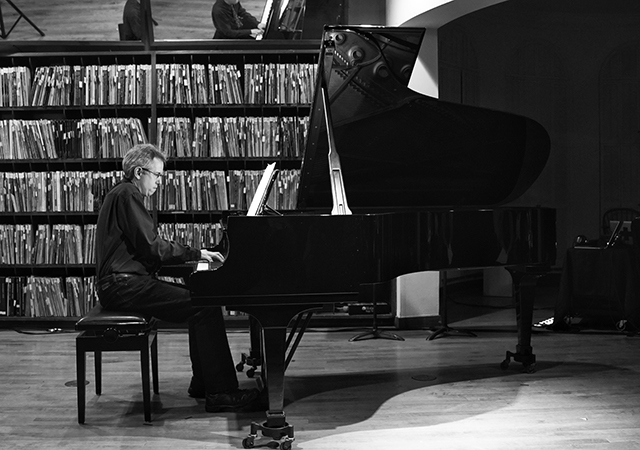 Christopher Adler performs preludes by Ruth Crawford at the Athenaeum Music & Arts Library. Photo by Michael Oyster.