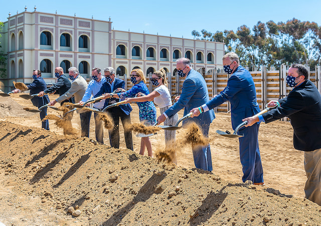 Groundbreaking ceremony at the home of the future Knauss Center for Business Education