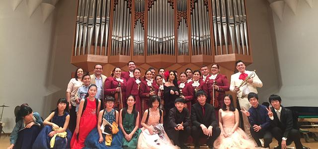 USD Mariachi Ensemble photo with Japanese Students.